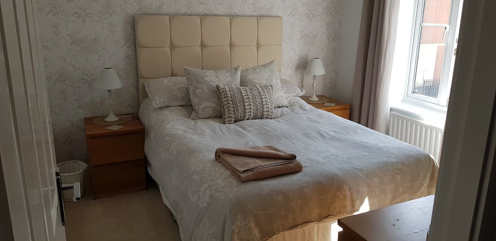 Exquisite Double Room,  Modern North Swindon