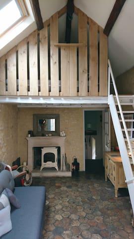 Le salon et la mezzanine