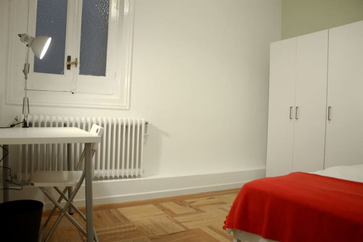 Large room in the centre of Madrid! (SC8_2D_3) - Madrid - Apartamento