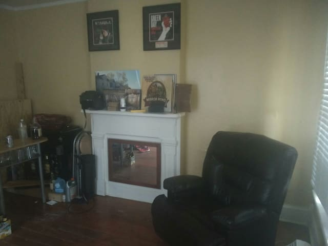 Two bedroom in historic district - Dayton - House