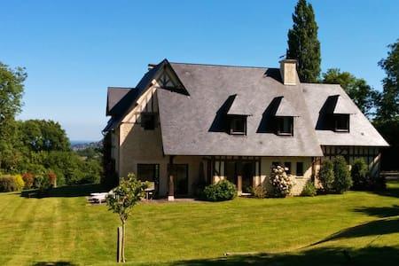 Belle maison au milieu des haras - Saint-Pierre-Azif