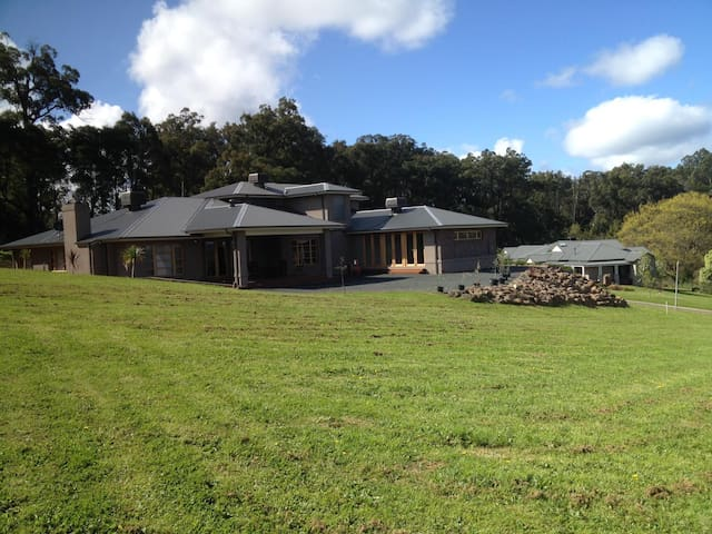 House in the Hills - Emerald - Bed & Breakfast