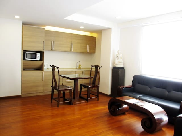 Nicely furnished apt close to City