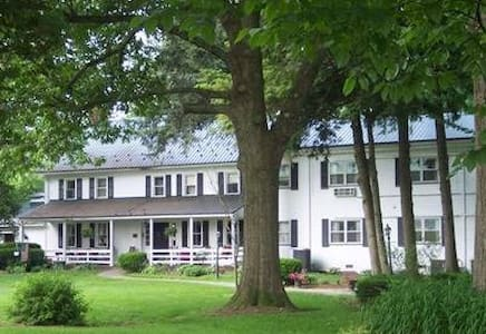 Edgewater Inn & Riverside Grill - Alexandria - Bed & Breakfast