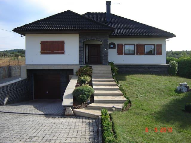 belle maison en pleine nature - Valpaços - Huis