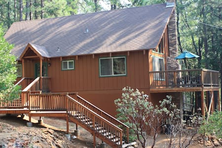 Uncle Timmy's Cabin, Wifi, great for family w/pets - Arnold
