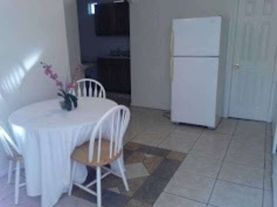 comodor espacioso y refrigerador