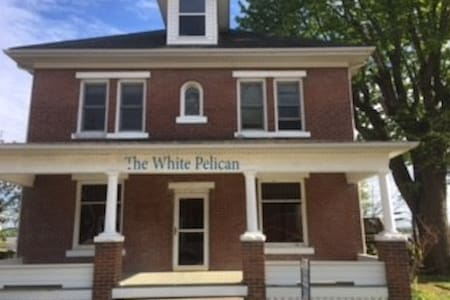 The White Pelican Inn-Located in Center of town