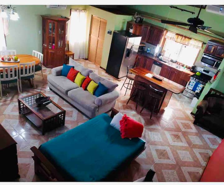 Spacious House,heart of Placencia minutes to beach