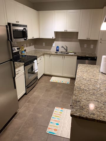LUXURY LOFT !!!! FULLY LOADED KITCHEN AND LAUNDRY