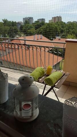 Nice, basic apartment for 4 with big balcony - Краков - Квартира