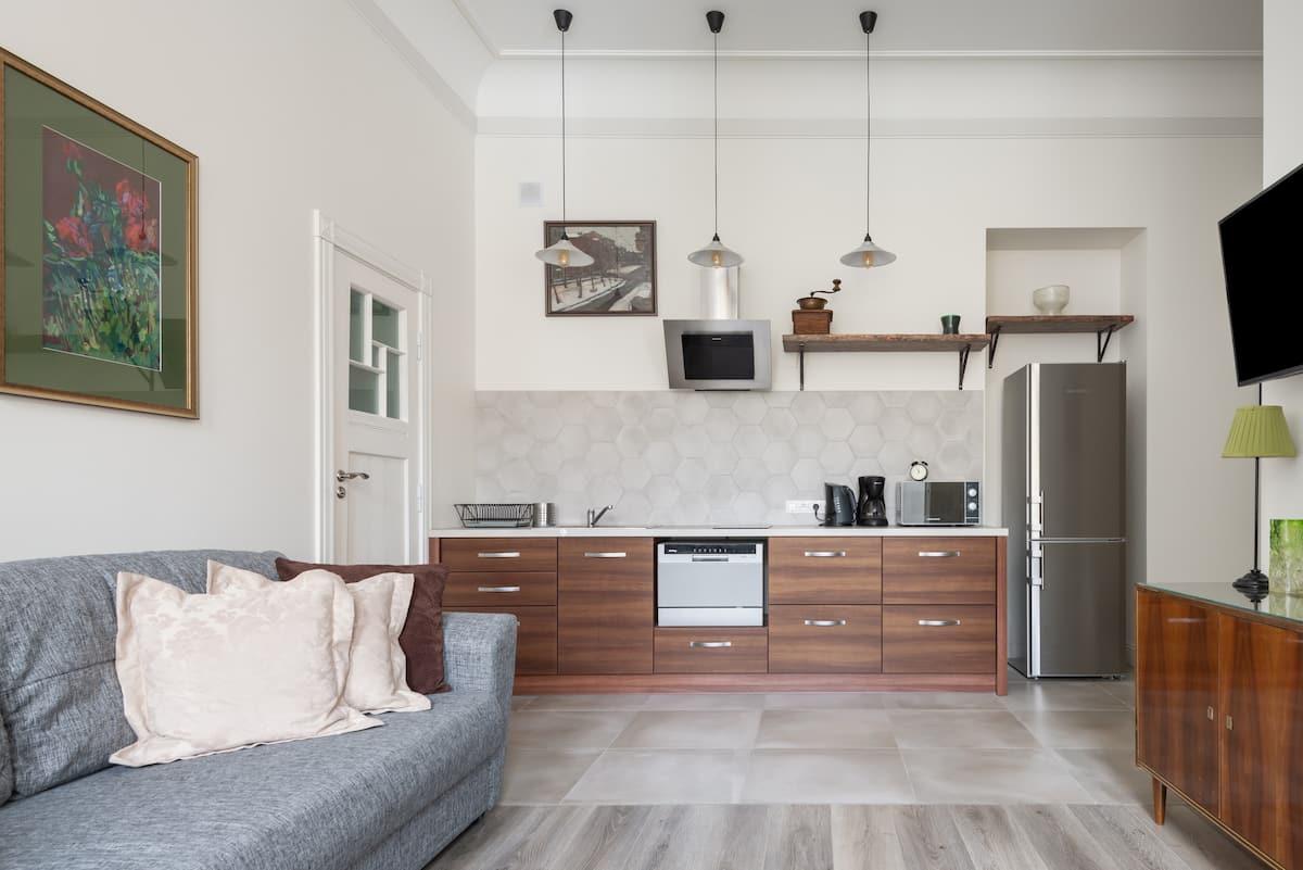 Изысканная квартира в «доме с Совами» в центре Петербурга