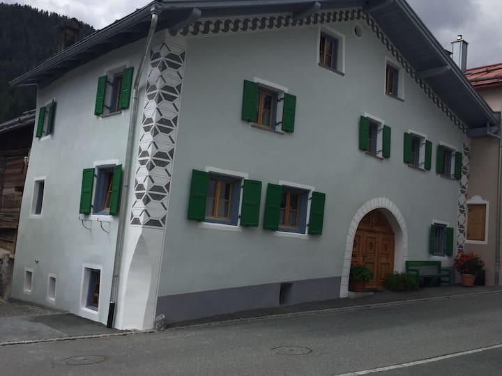 Gemütliches Studio in Engadiner Bauernhaus