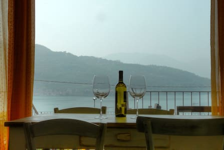 Apartment with beautiful view on Iseo Lake - Sale Marasino - Lägenhet