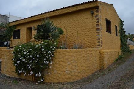 Casa rural en Arafo con piscina - Arafo - House