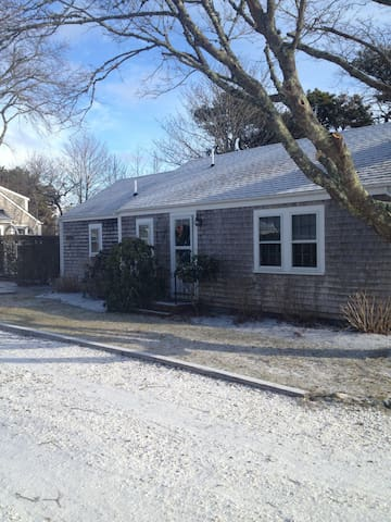 Adorable cottage, Monomoy Nantucket