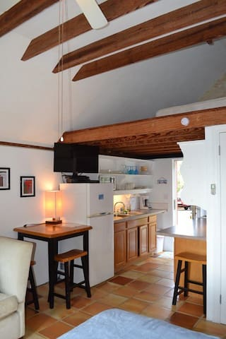 Beach cottage: 3 min. walk to beach - paget - Hus