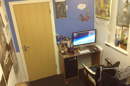 Lovely Single Room in a Warehouse - Uxbridge