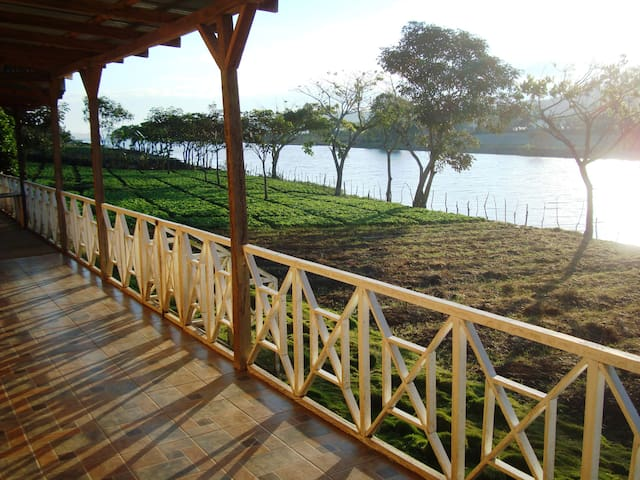 Cabaña frente a lago de Apanas - Jinotega - Hytte