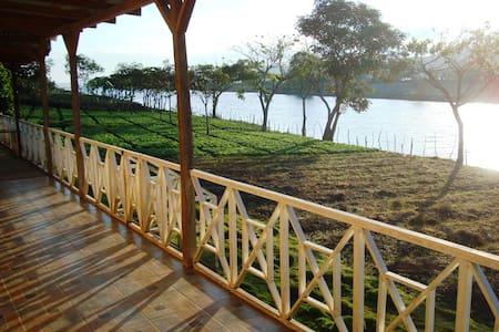 Cabaña frente a lago de Apanas - Jinotega