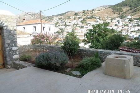 The white and stone house ! - Idra - Rumah