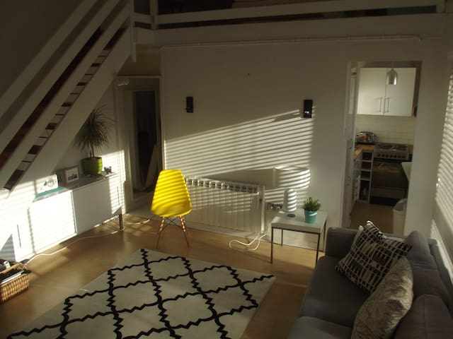 Modern studio flat with mezzanine, City Centre - Norwich - Apartamento