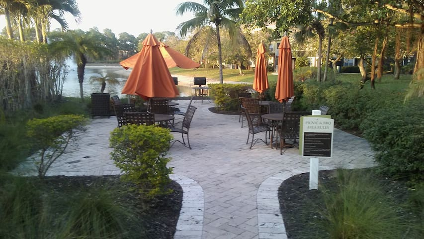 Hidden Gem... many location treasures to be found. - Fort Myers - Apartment