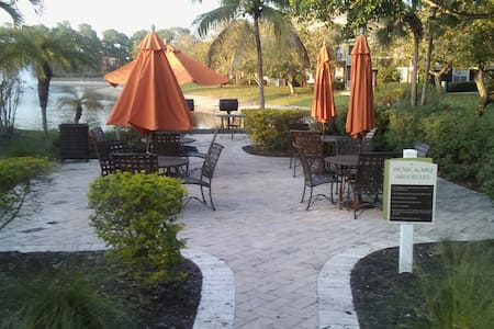 Hidden Gem... many location treasures to be found. - Fort Myers - Apartamento