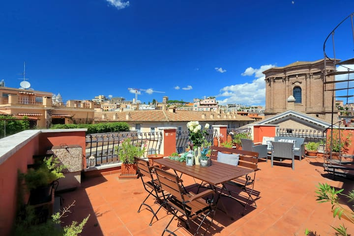 Nice Penthouse in Piazza di Spagna