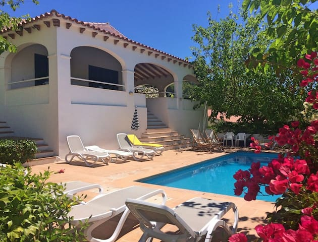 Villa Beatriz with Sea View, Wi-Fi, Garden, Terrace & Pool; Parking Available
