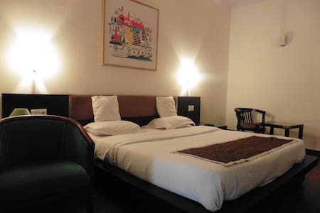 Comfortable Rooms in CP, New Delhi - Nueva Delhi