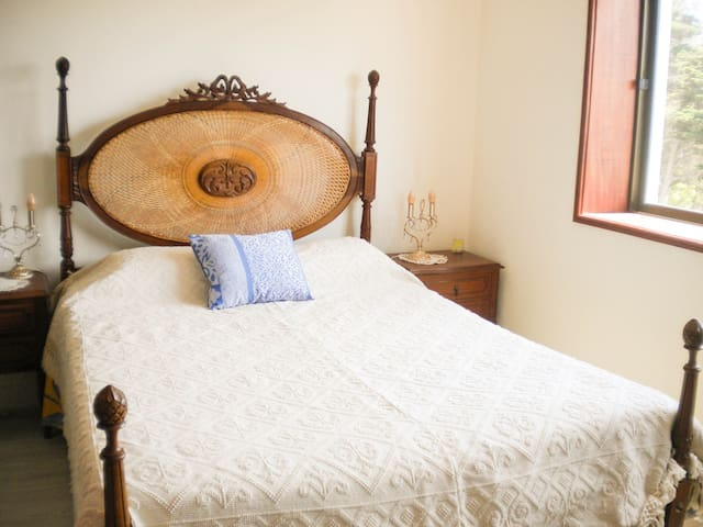Cozy bedroom near ocean and city center - Figueira da Foz - Bed & Breakfast