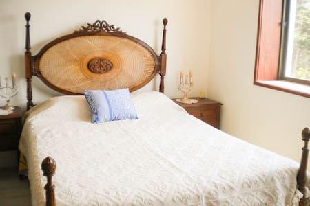 Cozy bedroom near ocean and city center - Figueira da Foz