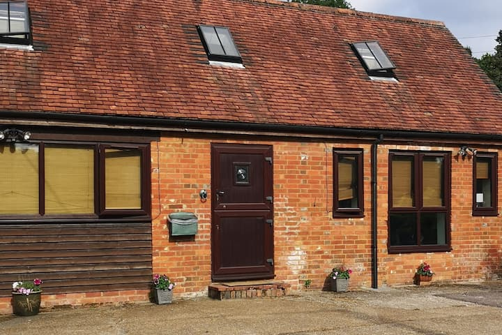 Romsey rural cottage near New Forest & Peppa Pig