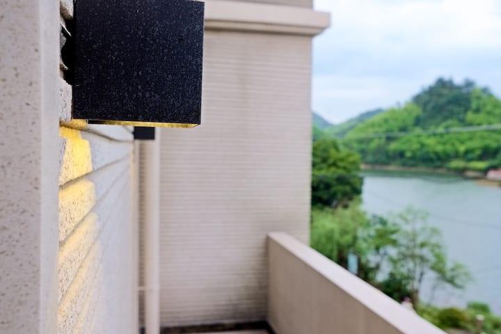 「山艇子」安吉高家堂云上草原景区|标准间|竹海环抱的湖景洋房|静谧、安逸、享受逃离都市喧嚣的心灵之旅