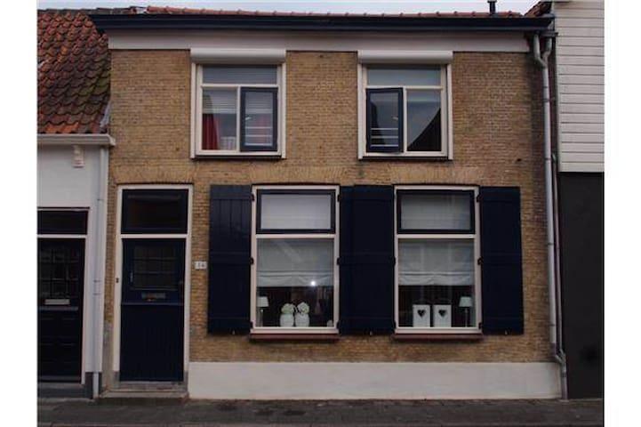 karakteristieke woning oude tonge - Oude-Tonge - House
