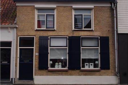 karakteristieke woning oude tonge - Oude-Tonge