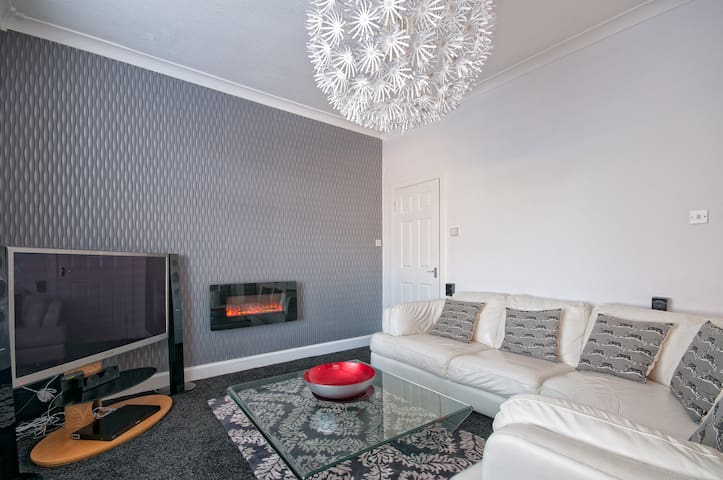 Deluxe Two Bedroom Apartment 104 - Falkirk - Apartment