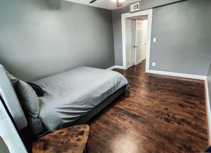 Quiet 1 bedroom cozy apartment (entire apartment)
