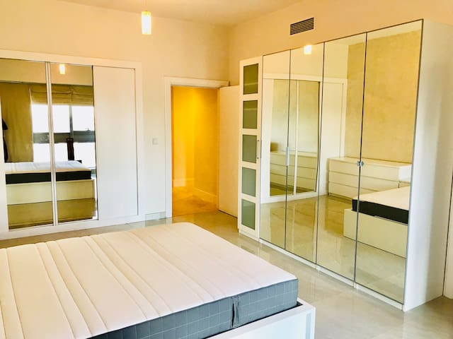 Massive bright room to let-private ensuite&balcony