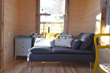 Open, Airy Tiny House-Central & UT! - Austin - Casa