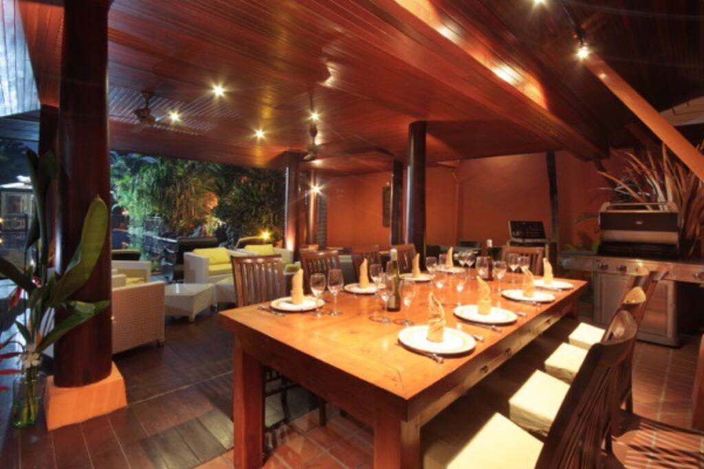 Sala dinner table