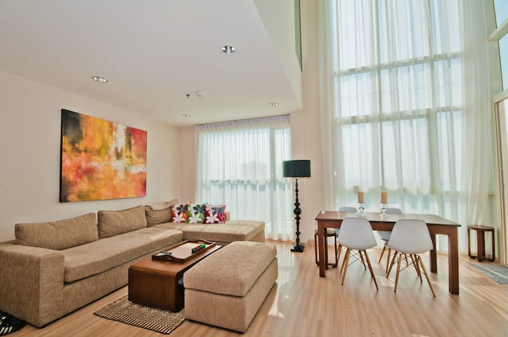 3 Bedr Penthouse with River Views, Free Wifi! - Khlong Ton Sai - Lakás