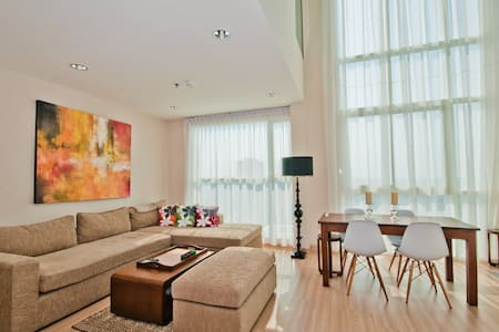 3 Bedr Penthouse with River Views, Free Wifi! - Khlong Ton Sai - 아파트
