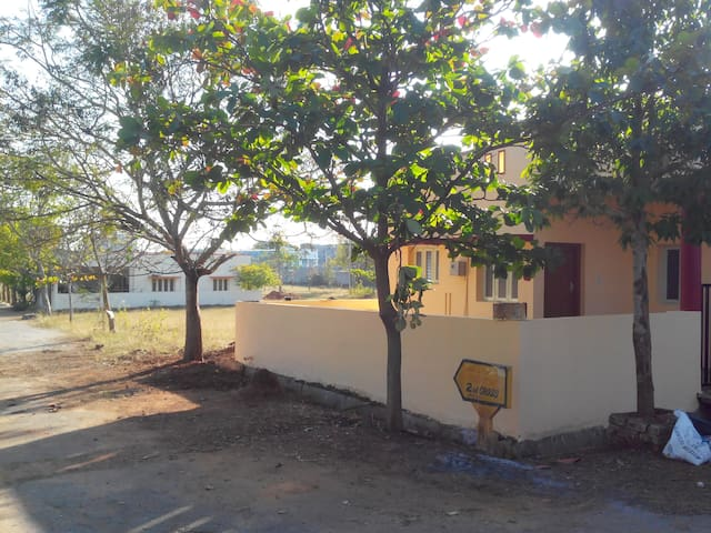 Independent home with living, kitchen and 2 rooms - Bengaluru - House