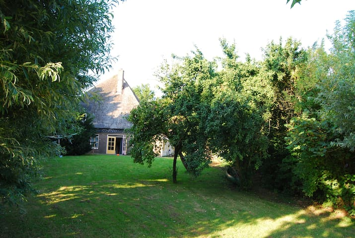 Family farm with large garden to relax - Wervershoof - Ház