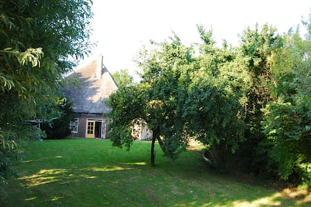 Family farm with large garden to relax - Wervershoof