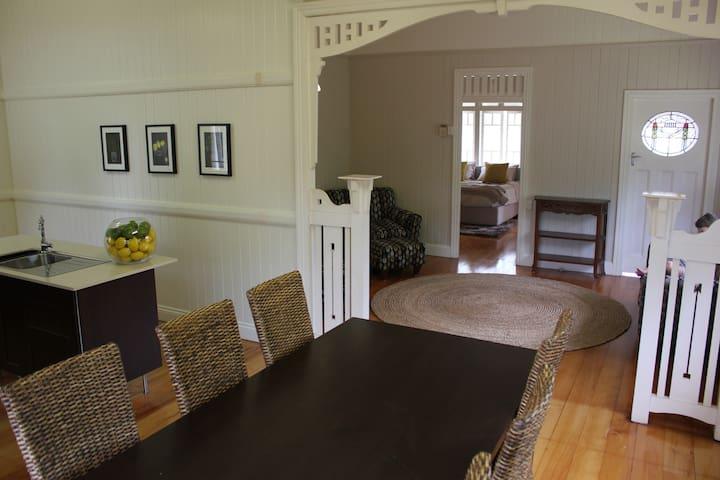 Lady Cilento Accommodation - Tarragindi - House