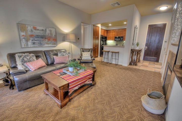 Magnificently Redecorated & Updated 2bd Upstairs Villa LQ153| Sleeps: 2 Bedroom, 2 Bathroom