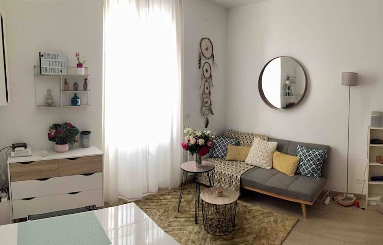 Cozy Flat/5 mins from metro/2 rooms